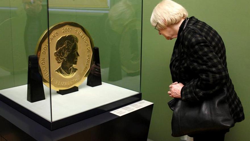 Berlín recompensará por las pistas sobre el robo de la mayor moneda de oro del mundo