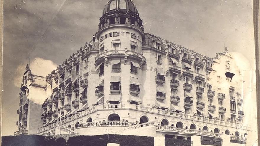 El Hotel Real repasa en una exposición su 100 años de historia en Santander