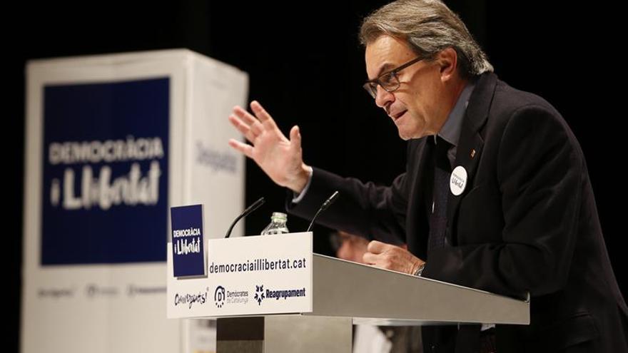 """Mas se abre a dialogar, pero sin la """"atrofia de liderazgo político"""" de Rajoy"""
