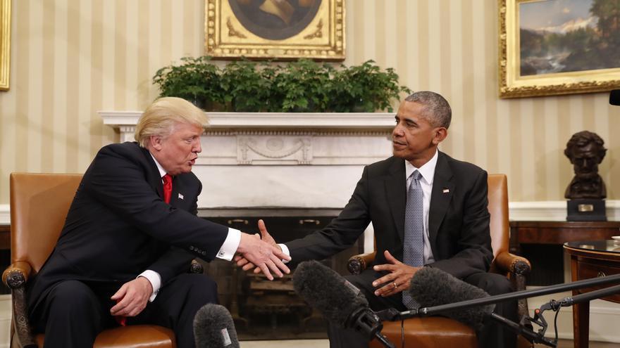 Obama y Trump se estrechan la mano tras su primera reunión en la Casa Blanca