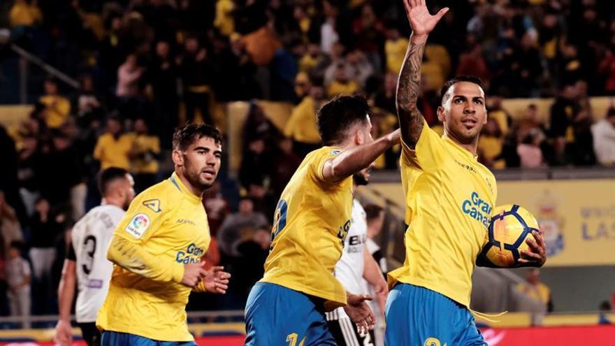 El centrocampista de la UD Las Palmas, Jonathan Viera, celebra un gol