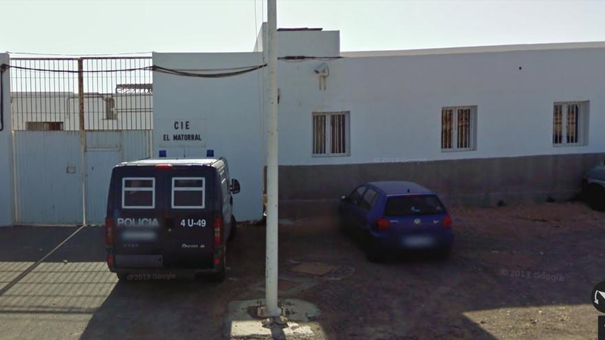 Puerta del CIE de El Matorral, en Fuerteventura, temporalmente cerrado desde 2012 (Google Maps)