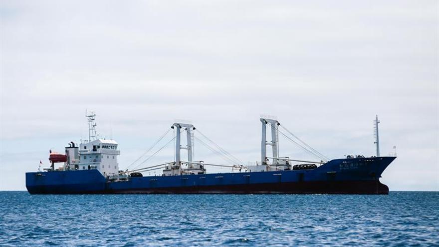 """El """"Fu Yuan Yu Leng 999"""", barco chino capturado en aguas de las Islas Galápagos en 2017 cargado de especies protegidas"""