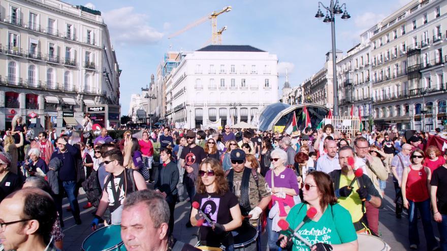 Los manifestantes a su llegada a Sol en la celebración del sexto aniversario del 15-M.