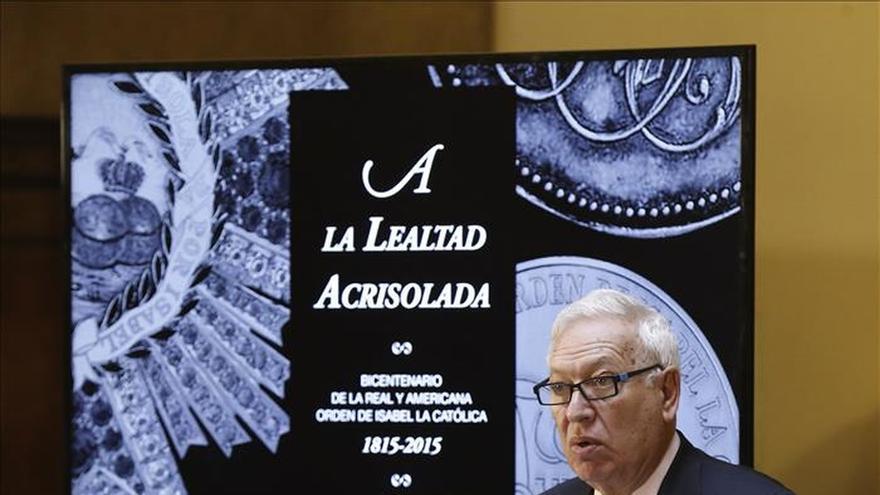 Margallo inaugura una muestra del bicentenario de la Orden Isabel la Católica