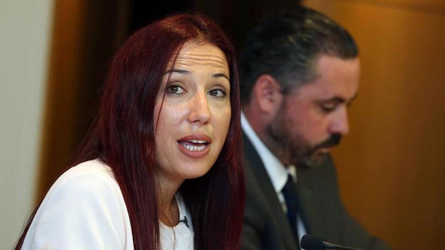 La vicepresidenta del Gobierno de Canarias y consejera de Empleo, Políticas Sociales y Vivienda, Patricia Hernández, y el director del Instituto Canario de la Vivienda, José Gregorio Pérez