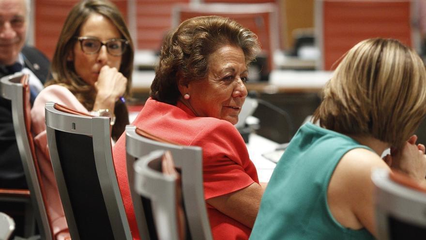 Rita Barberá, sustituida por dos compañeros del PP en las comisiones del Senado al confirmarse su ausencia