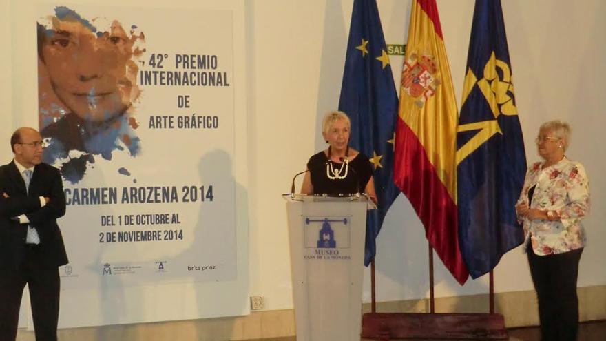 En la imagen, la consejera insular de Cultura, María Victoria Hernández (derecha), en el acto de entraga de premios del concruso 'Carmen Arozena' celebrado en Madrid.