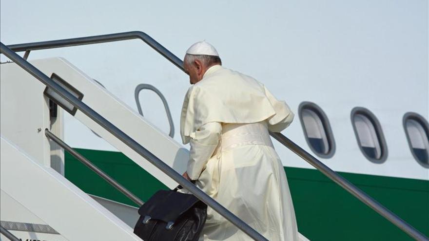 El papa partió hacia Ecuador, primera etapa de su periplo por América Latina