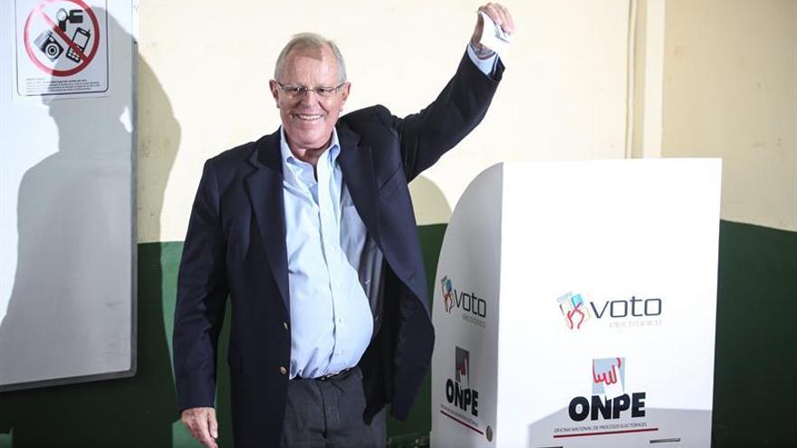 El candidato Kuczynski plantea un banco de fomento para formalizar la minería en Perú
