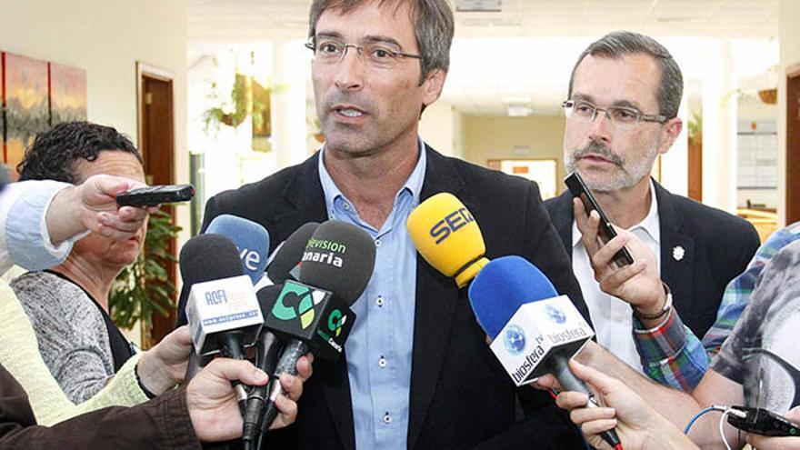 Pedro San Ginés y Marcial Morales, presidentes de los cabildos de Lanzarote y Fuerteventura.