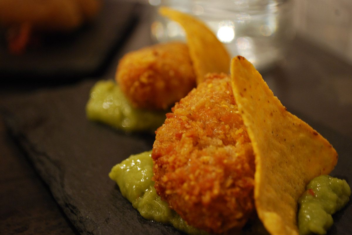 Tex mex de pollo guacamole y jalapeños_Malasaña a mordiscos_ La Gastrocroquetería de Chema