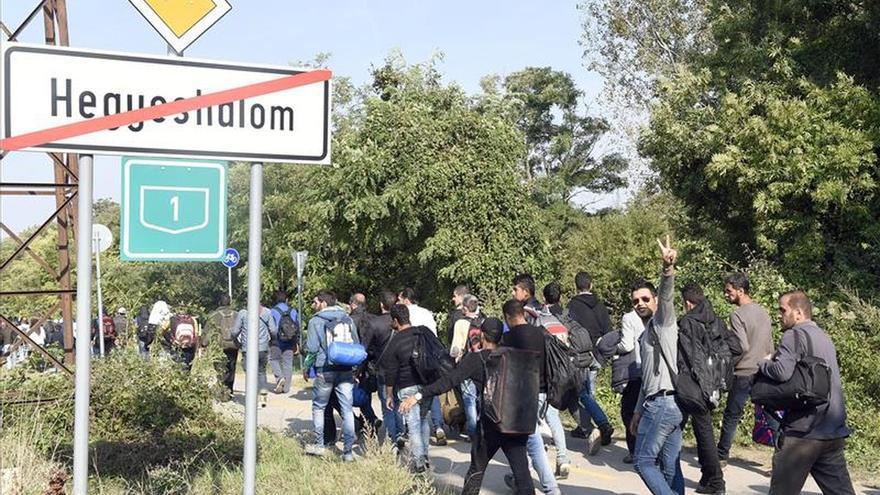 Récord de llegada de refugiados a Hungría ante el próximo cierre de fronteras