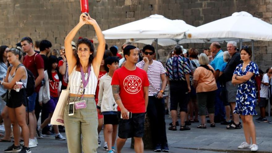 El empleo en turismo crece un 3 % en octubre pese a las caídas en las islas