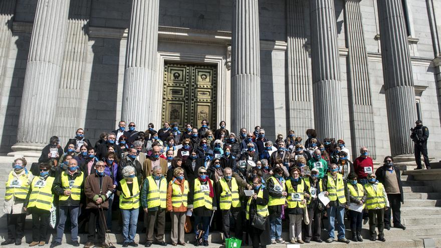 Protesta de 'No somos delito' y diputados frente al Congreso contra la 'ley mordaza'