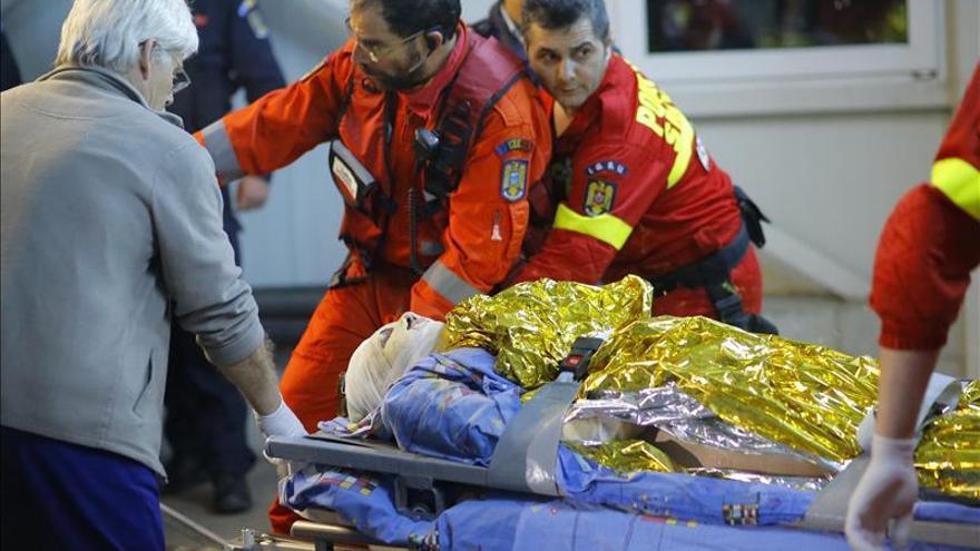 Se eleva a 29 el número de muertos en el incendio en un club de Bucarest
