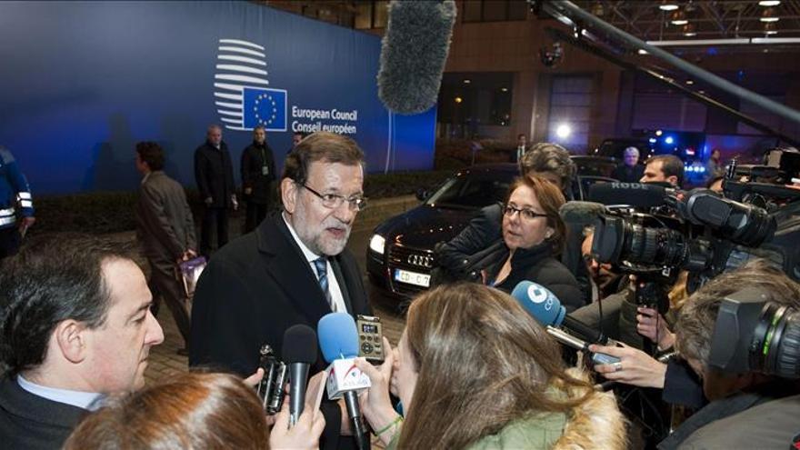 Rajoy, que no se saluda con Tsipras, pide que Grecia cumpla sus compromisos