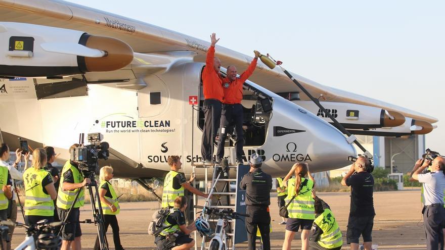 El avión Solar Impulse II se marchará la madrugada del domingo o la del lunes tras más de 2 semanas en Sevilla