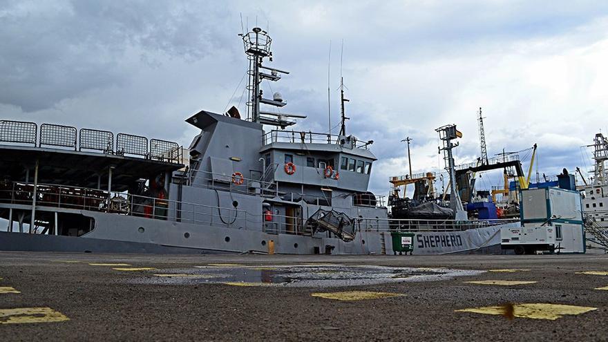 La embarcación 'Bob Barker' atracada en el Puerto de la Luz.