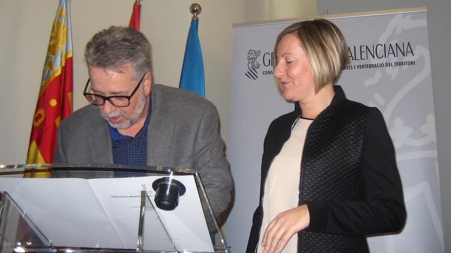 El alcalde de Albal, Ramón Marí, junto a la consellera María José Salvador
