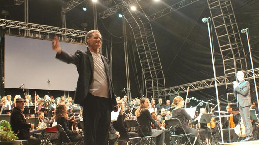 Luis Morera en un momento de la actuación.