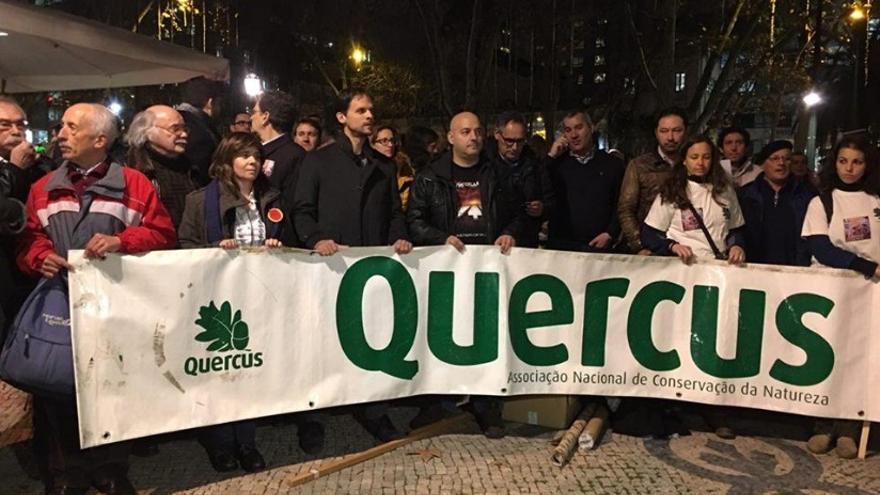 Los diputados de Podemos Extremadura, Álvaro Jaén y Obed Santos, en la protesta de Lisboa / Podemos