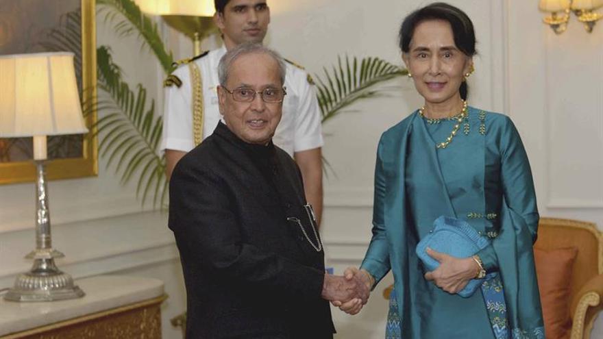 La India ofrece a Suu Kyi ayuda para fortalecer la democracia en Birmania