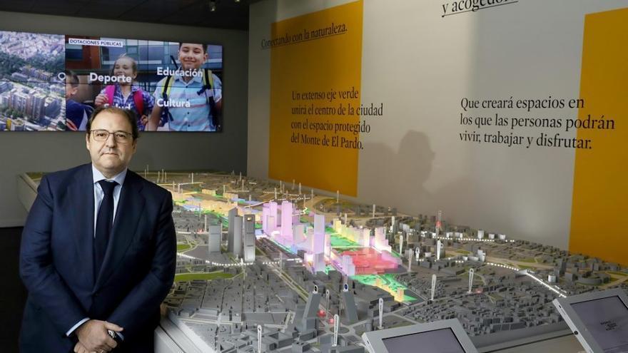 El presidente de Distrito Castellana Norte, Antonio Béjar, en la inauguración de la maqueta de Madrid Nuevo Norte.