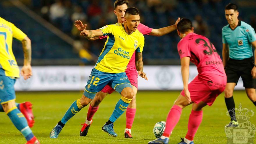 Imagen del encuentro Las Palmas-Málaga de la noche de este viernes en el Estadio de Gran Canaria.