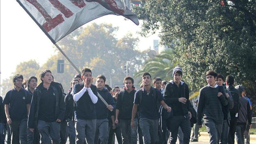 La policía chilena disuelve una manifestación de estudiantes en Santiago
