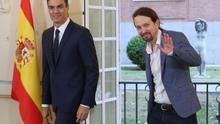 Pedro Sánchez y Pablo Iglesias firman un acuerdo para los presupuestos.