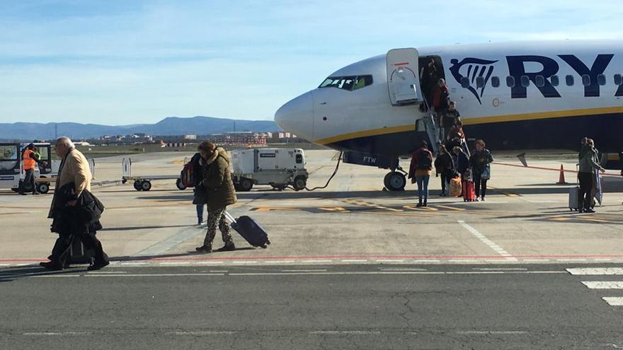 Pasajeros en el aeropuerto de Vitoria