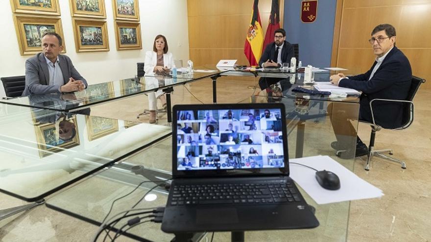 Reunión por vía telemática que ha mantenido el presidente de la Comunidad para informar de la solicitud de la Región de Murcia para pasar a Fase 2