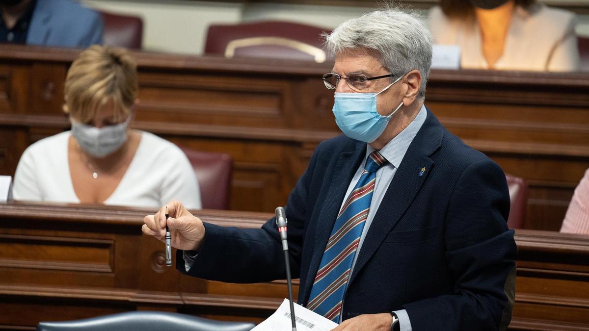 El consejero de Administraciones Públicas, Justicia y Seguridad y portavoz del Gobierno de Canarias, Julio Pérez