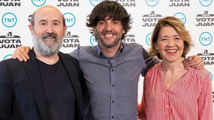 El guionista Diego San José presenta con Javier Cámara y María Pujalte 'Vota Juan'