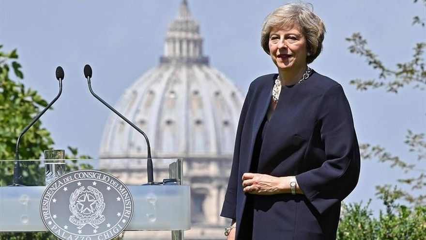 May promete liderar la lucha contra la esclavitud moderna