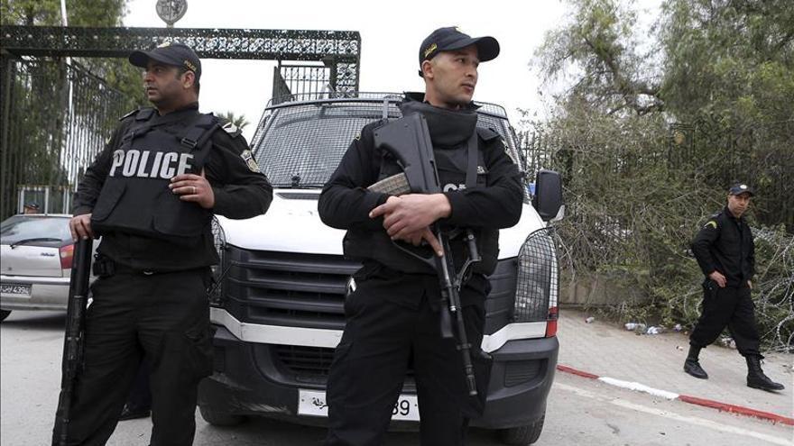 Estalla un autobús de la guardia presidencial en el centro de Tunez capital