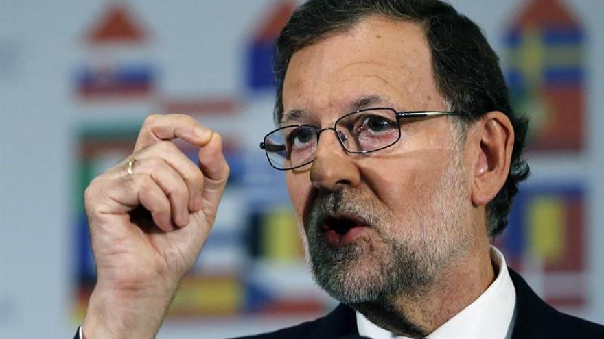 Rajoy felicita a Feijóo y Urkullu y habla también con Alfonso Alonso