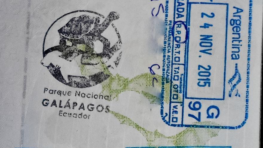 Sello de entrada al Parque Nacional de Galápagos.