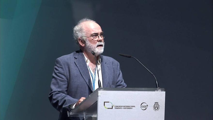 Eladio Martín Romero González durante una conferencia dictada en Tenerife.