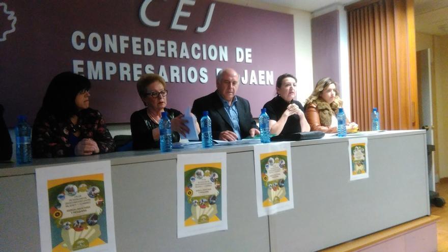Colectivos de mujeres conocen el Plan de Igualdad en la Actividad Agroalimentaria que impulsa la Junta