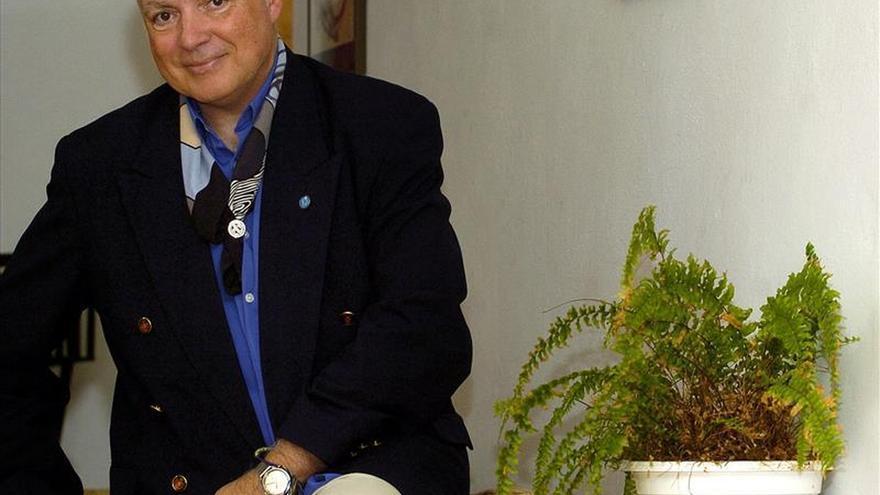 Proponen a Javier de la Rosa como candidato al Premio Nobel de Literatura