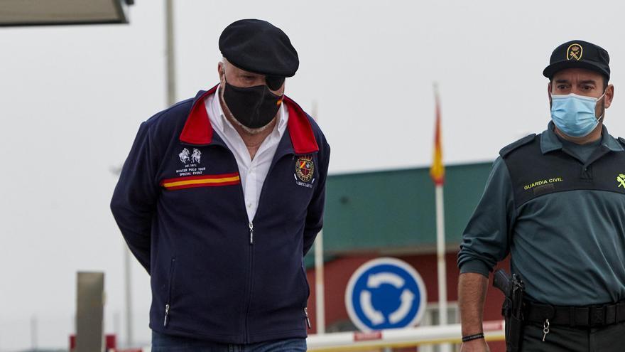 El excomisario José Manuel Villarejo sale de la cárcel de Estremera