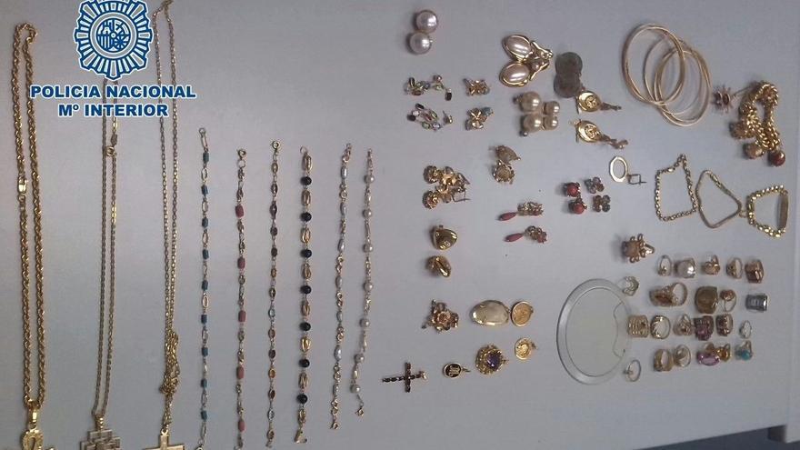Detenido un empleado doméstico en Las Palmas de Gran Canaria por robar 20.000 euros en joyas.