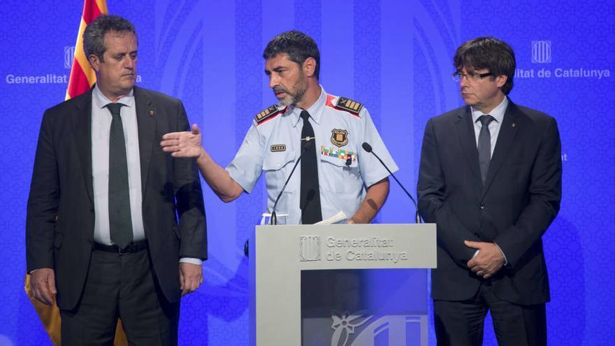 Forn, Trapero y Puigdemont, en una rueda de prensa por los atentados del 17A