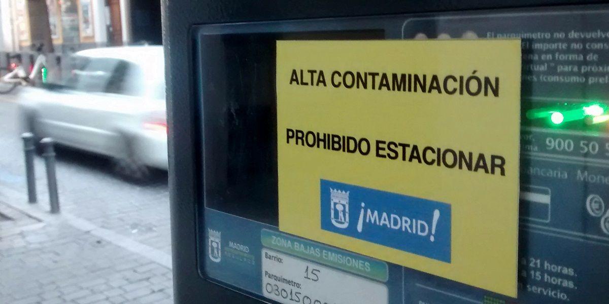 Parquímetro en Manuela Malasaña durante un episodio de contaminación en 2015 | FOTO: SOMOS MALASAÑA