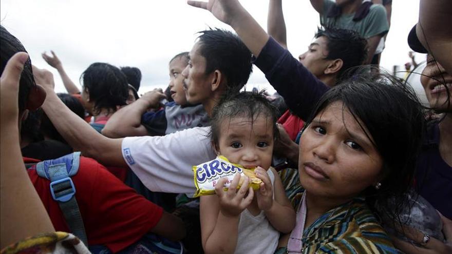 La ayuda española llega a Filipinas, donde no hay noticias de siete españoles