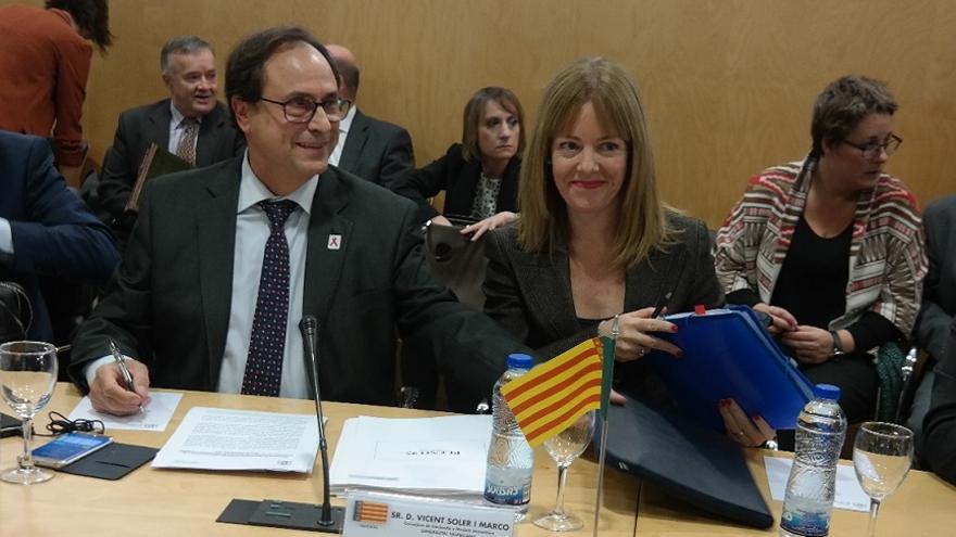 El conseller de Hacienda, Vicent Soler, junto a Clara Ferrando