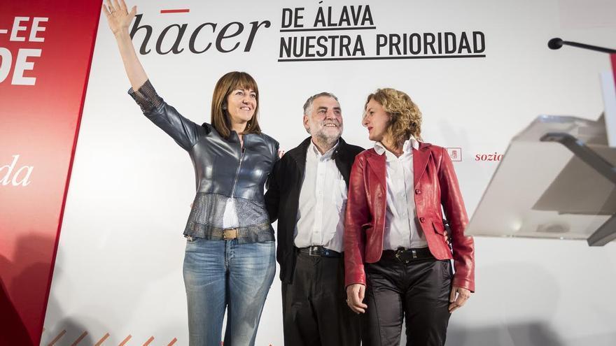 Los socialistas, con Idoia Mendia, han arrancado la campaña en Vitoria.