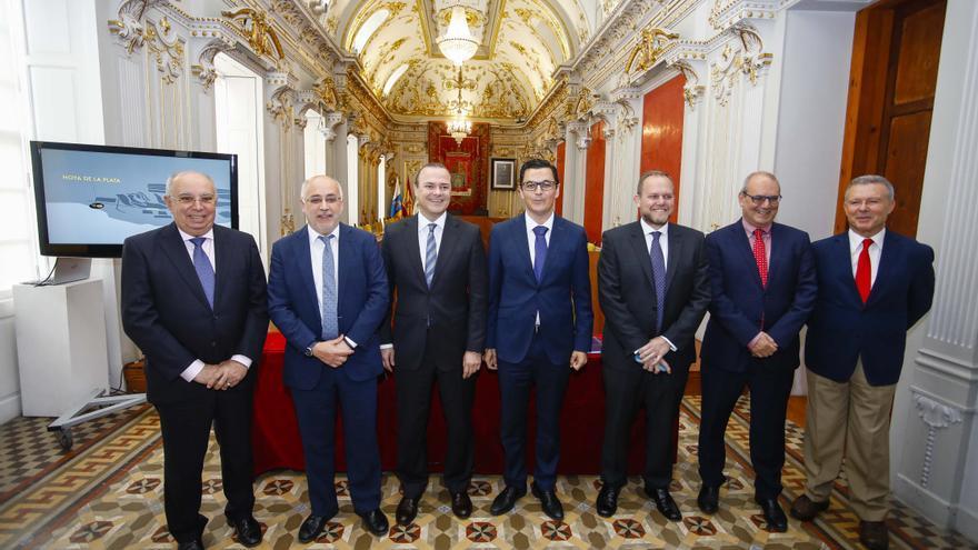 Firma del acuerdo por la MetroGuagua entre Ayuntamiento, Cabildo y Gobierno de Canarias